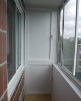 Шкаф с распашными дверками для балкона